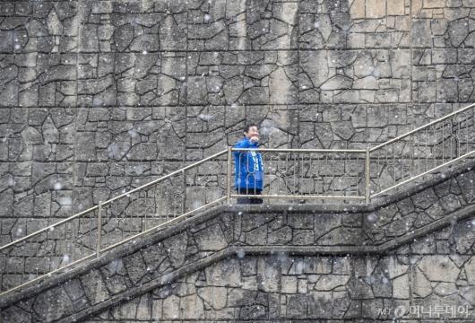 [사진]영화 '기생충' 속 계단 찾은 이낙연