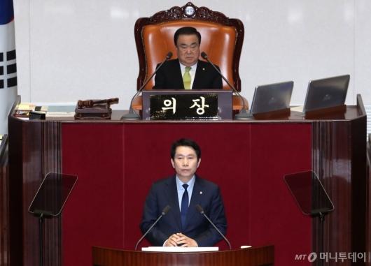 [사진]교섭단체 대표 연설하는 이인영