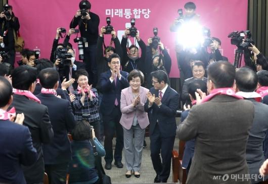 [사진]박수치는 미래통합당