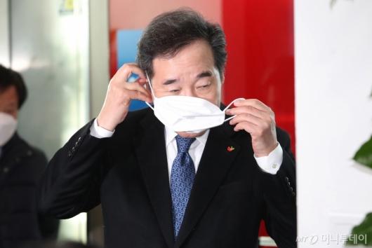 [사진]마스크 쓰는 이낙연 전 총리
