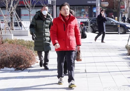 [사진]교남동 방문한 황교안 대표