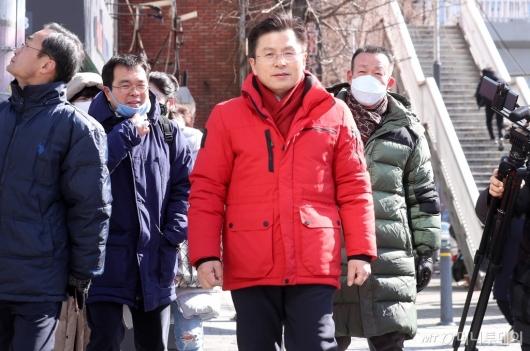 [사진]종로구 상가밀집지역 방문한 황교안 미래통합당 대표