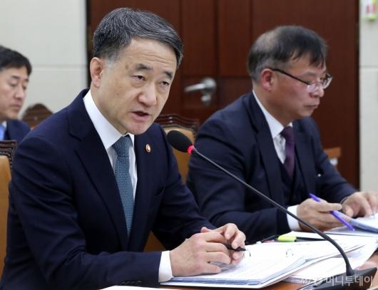 [사진]발언하는 박능후 장관