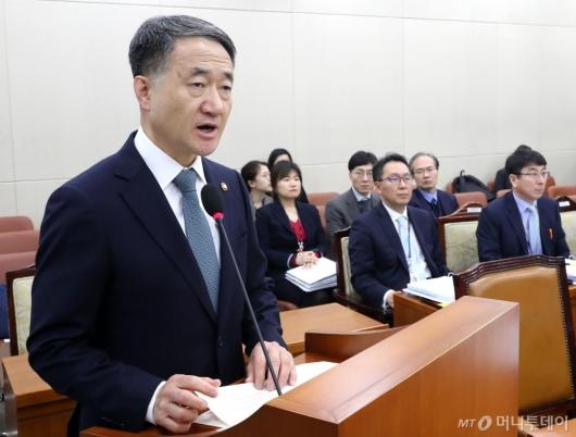 [사진]현안 보고하는 박능후 장관