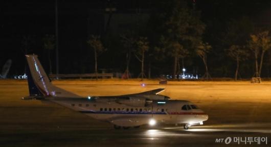 [사진]일본 크루즈선 한국인 이송 공군3호기 도착