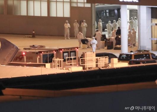 [사진]일본 크루즈선 한국인 입국