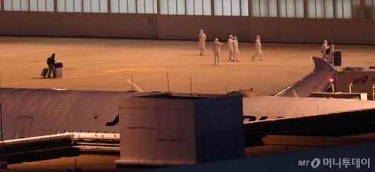 [사진]한국 도착한 일본 크루즈선 탑승객