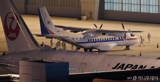 [사진]일본 크루즈선 탑승 한국인 등 7명 김포공항 도착