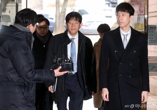 [사진]1심 선고공판 출석하는 이재웅-박재욱 대표