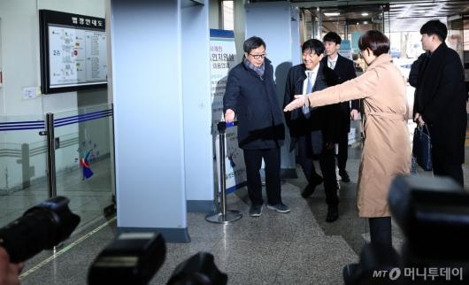 [사진]법정 들어서는 '타다' 이재웅-박재욱 대표