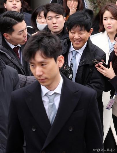 [사진]법정 나서는 박재욱-이재웅 대표