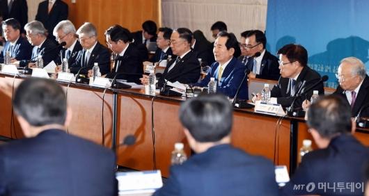 [사진]'확대무역전략조정회의' 주재하는 정세균 총리