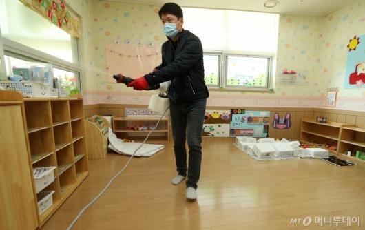 [사진]'어린이집 방역 철저'