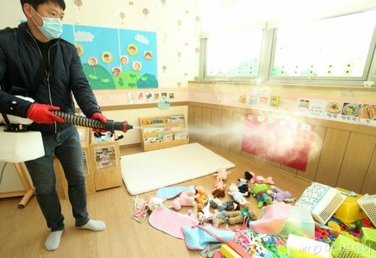 [사진]'코로나19' 대구 어린이집 방역