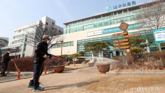 [사진]서구 보건소, 대구의료원 주변 소독