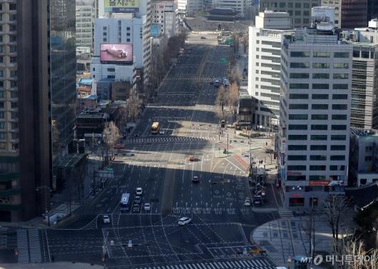 [사진]코로나19 확진자 속출에 텅 빈 서울 도심