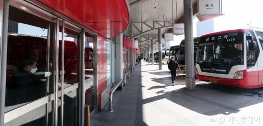 [사진]'코로나19' 썰렁한 버스 터미널