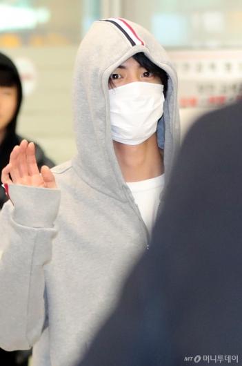 [사진]진 '심쿵 눈동자'