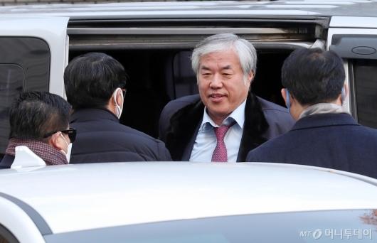 [사진]차에서 내리는 전광훈 목사