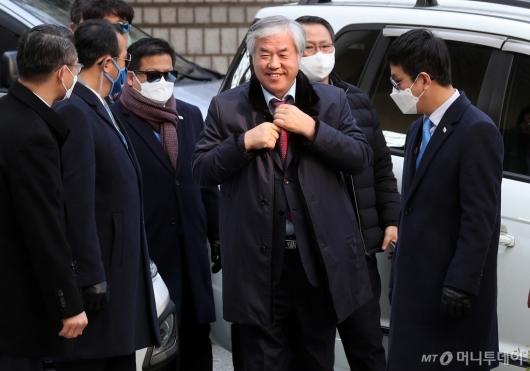 [사진]전광훈 목사 '공직선거법 위반 혐의' 법원 출석