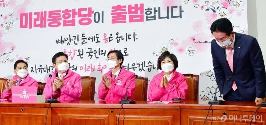 [사진]미래통합당 최고위 참석한 이동섭