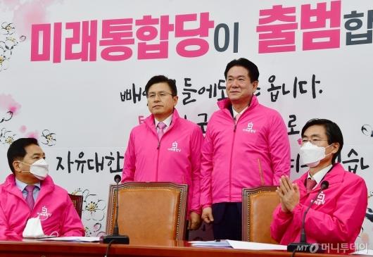 [사진]이동섭 입당 환영하는 미래통합당
