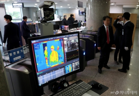 [사진]열화상 카메라 설치된 국회