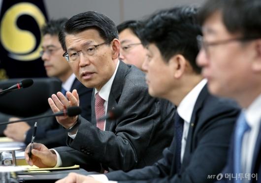 [사진]금융그룹 CEO·전문가 간담회 하는 은성수 위원장