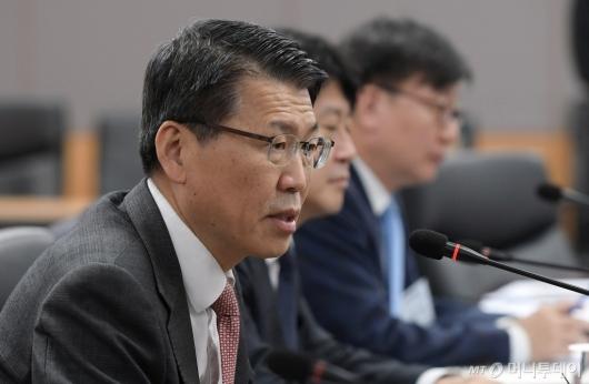 [사진]금융그룹 CEO·전문가 간담회 발언하는 은성수 위원장