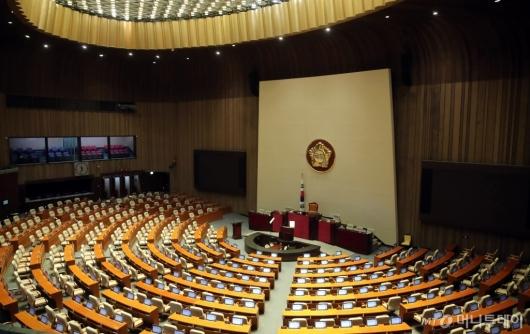 [사진]국회 본회의 연기, 텅 빈 본회의장