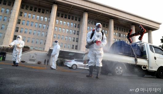 [사진]국회, 방역 후 일시 폐쇄