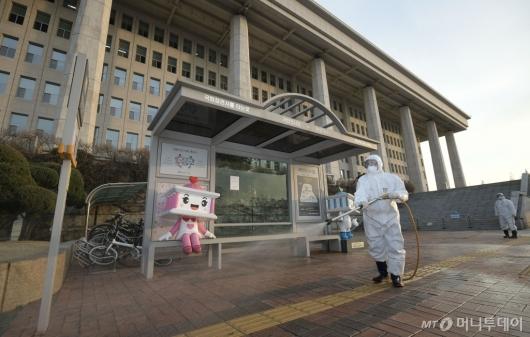 [사진]헌정 초유 국회 임시 폐쇄