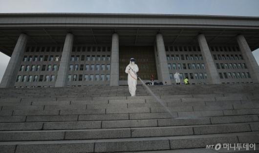 [사진]코로나19에 국회 임시 폐쇄
