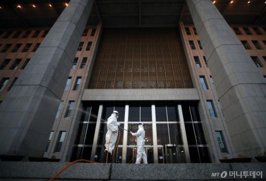 [사진]방역 국회