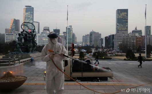 [사진]국회, 코로나19 방역 후 임시 폐쇄