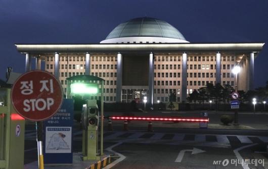[사진]코로나19에 정지된 국회