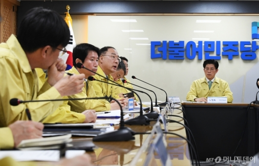 [사진]코로나19 대책 논의하는 홍남기