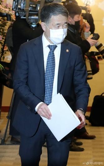 [사진]마스크 쓴 박능후 보건복지부 장관
