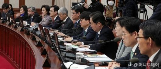 [사진]국무회의에 집중하는 국무위원들