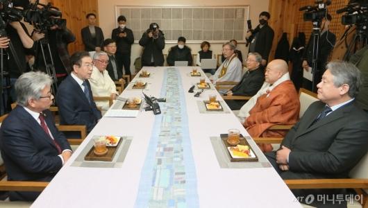[사진]박원순-종교계 간담회...미사·예배·법회 등 행사 자제 요청