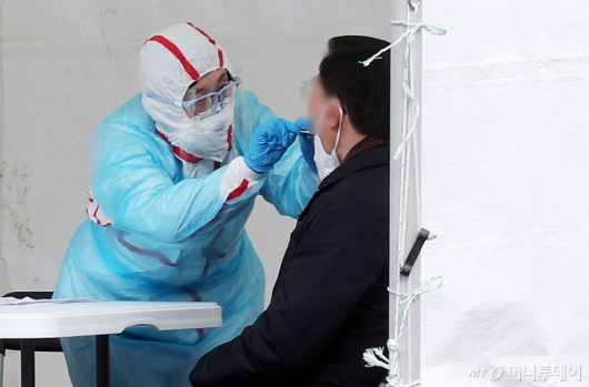 [사진]진료받는 '코로나19' 의심환자들