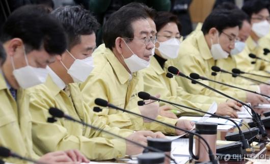 [사진]구청장들과 '코로나19' 대책 논의하는 박원순 시장