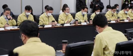 [사진]'코로나19 대책회의' 구청장들 만난 박원순 시장