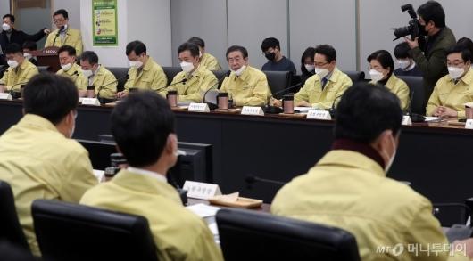 [사진]구청장들과 '코로나19' 논의하는 박원순 시장