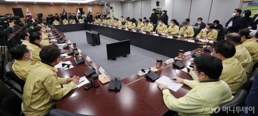 [사진]'코로나19' 서울시장-구청장 긴급비상대책회의