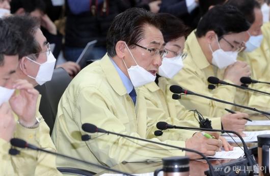 [사진]'코로나19 대책회의' 발언하는 김영종 종로구청장
