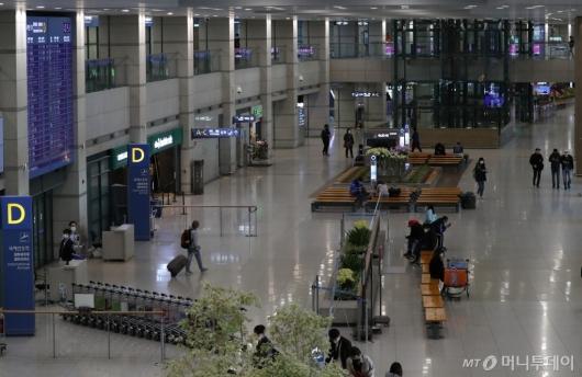 [사진]코로나19 여파로 한산한 입국장