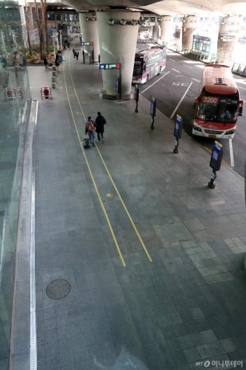 [사진]한산한 모습의 인천공항 버스정류장