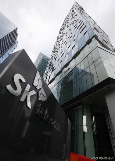 [사진]SKT 직원 코로나19 1차 양성, 을지로 본사 3일간 폐쇄