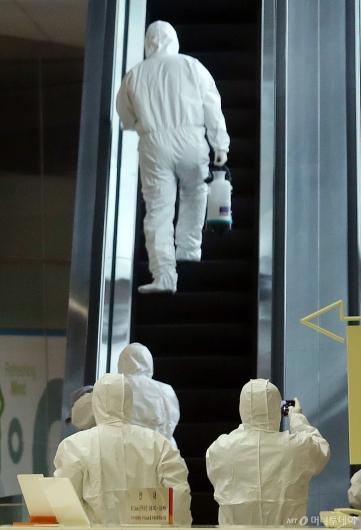 [사진]방역작업 들어간 을지로 SKT타워
